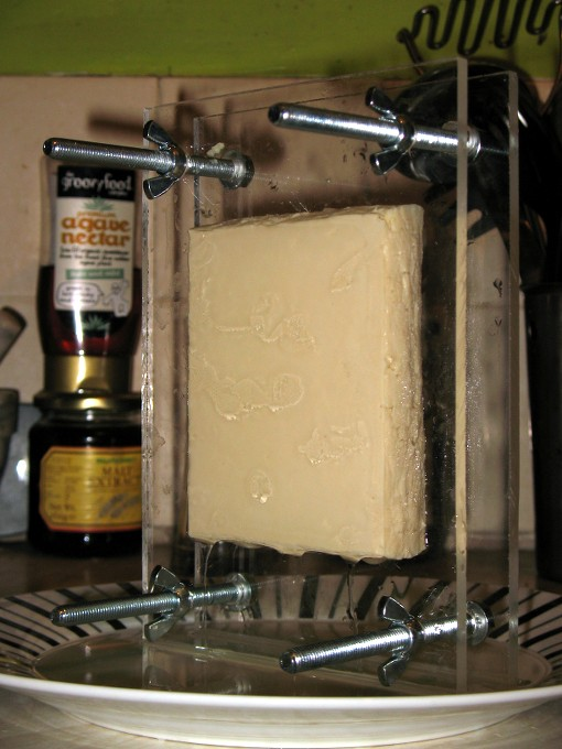DIY tofu press